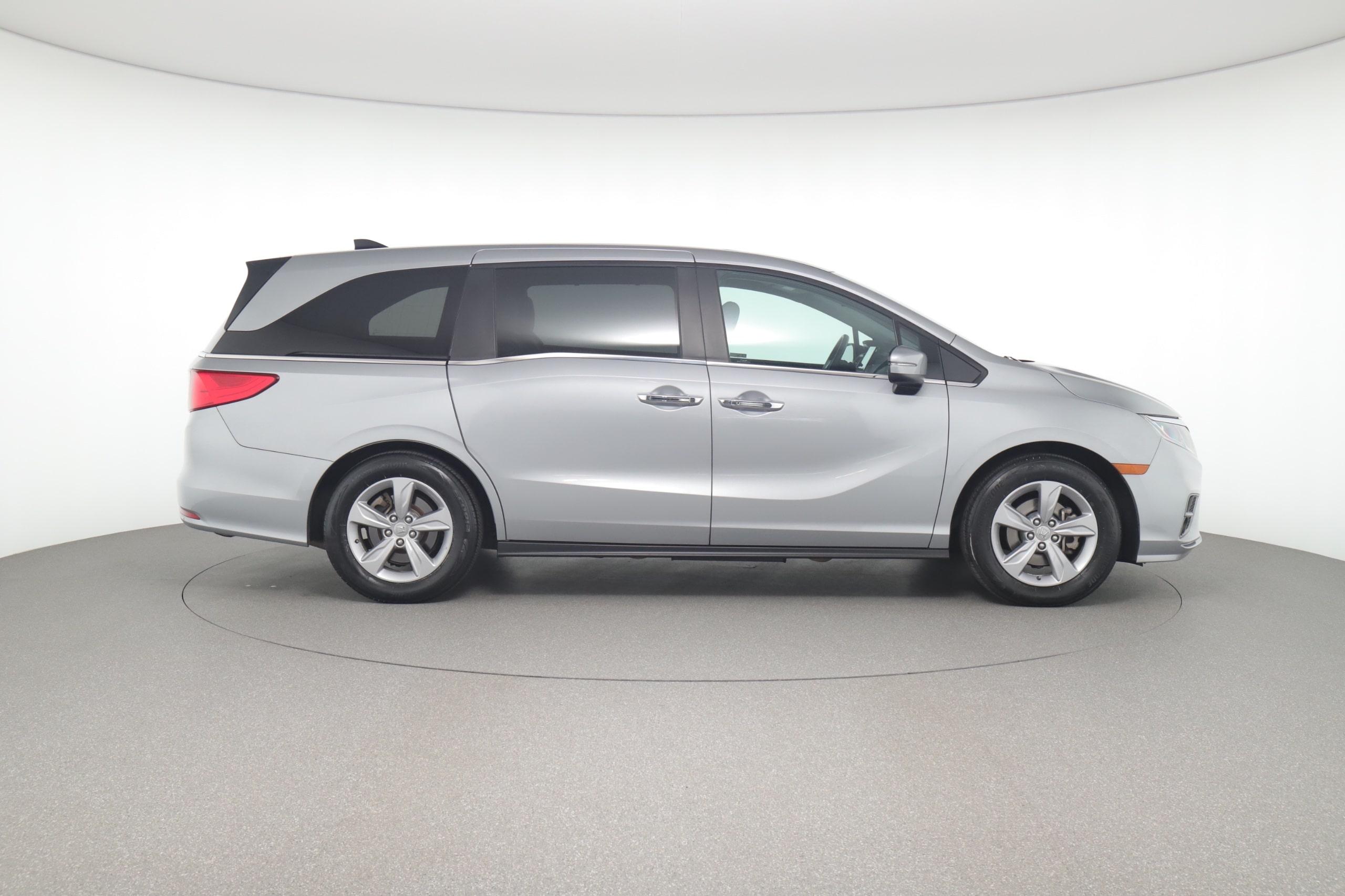 Honda Odyssey vs. Toyota Sienna: Which Minivan Has the Best Features?