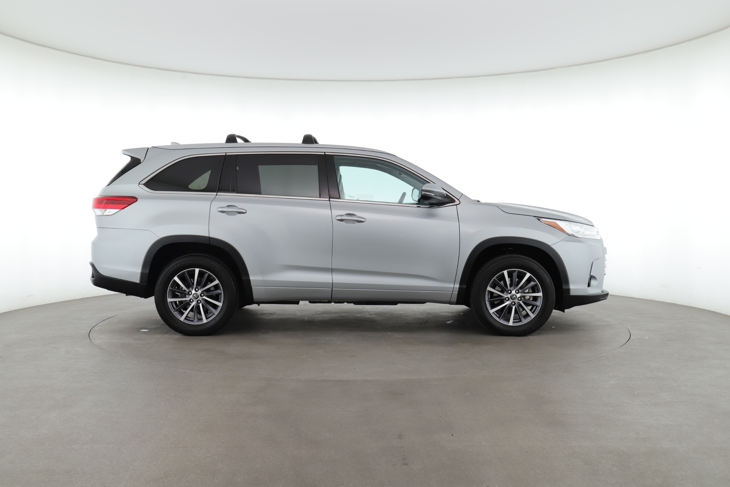 Toyota Highlander vs. Toyota 4Runner: Pros, Cons & Which One is Better for You