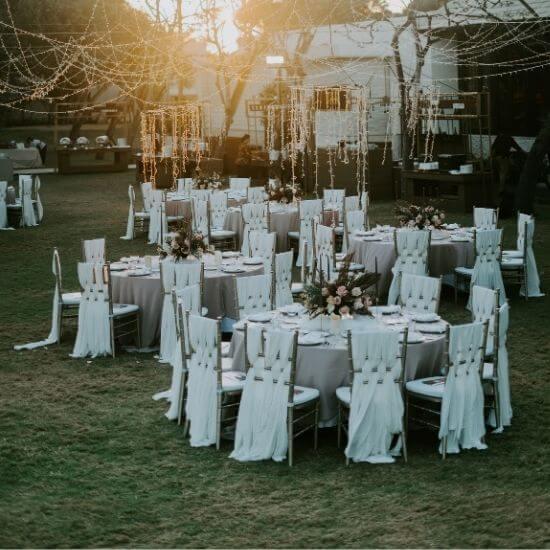 Photographie des tables du vin d'honneur de mariage à Senlis