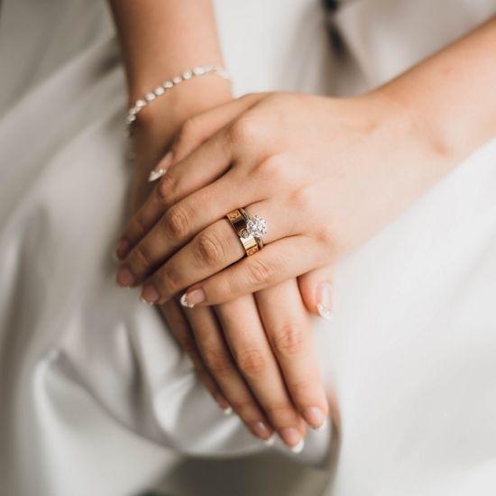 Photo de la bague de mariage de la mariée dans les Yvelines