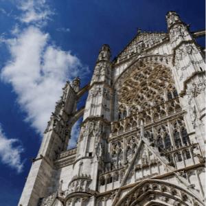 Une photographie de la cathédrale de beauvais