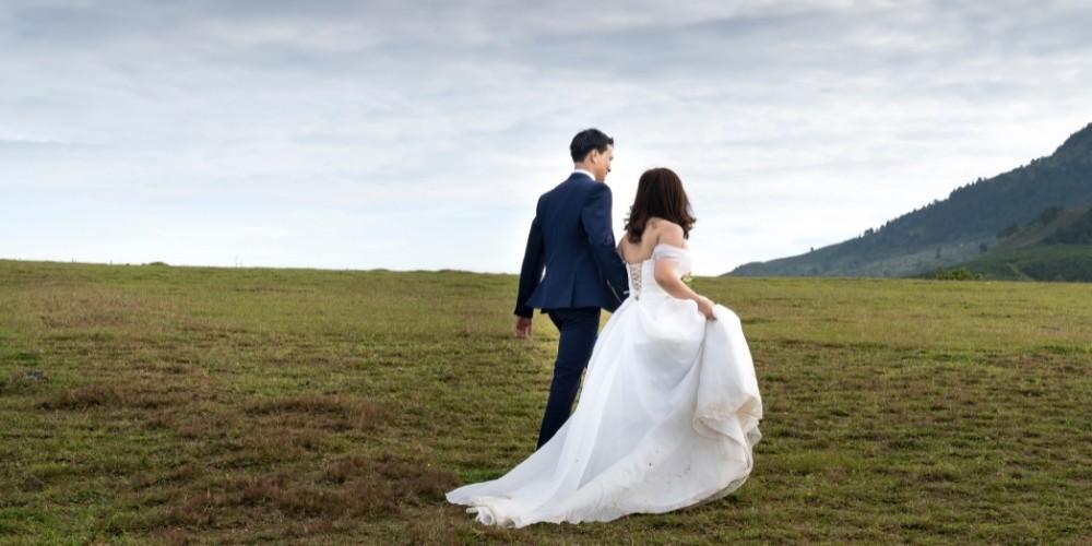 Photos des mariés dans la nature
