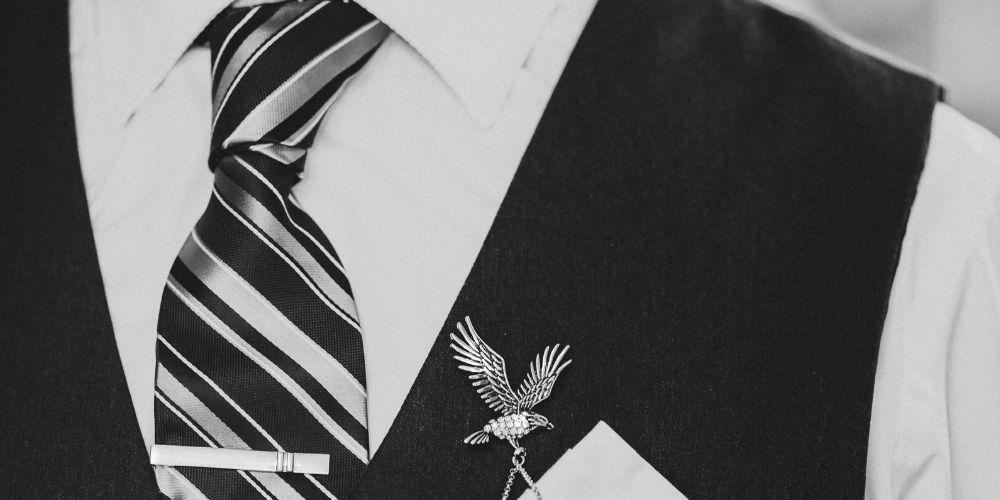 Détails du costume du marié