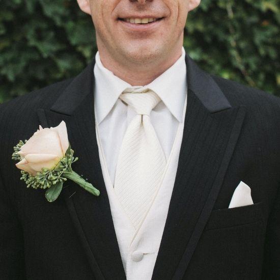 Photo de la fleur de costume du marié