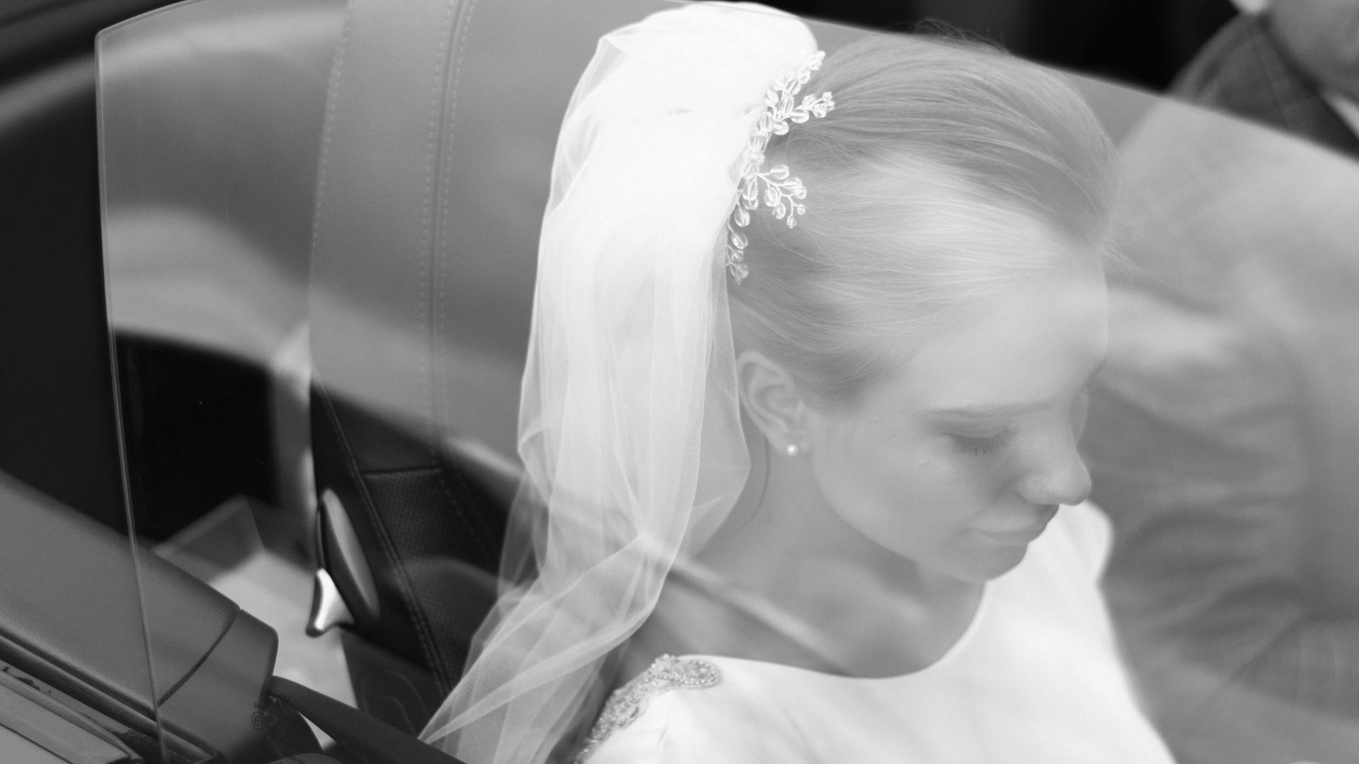 La mariée dans sa voiture de mariage à Paris 20