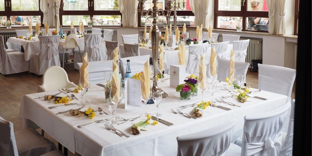 Présentation d'un buffet de traiteur de mariage
