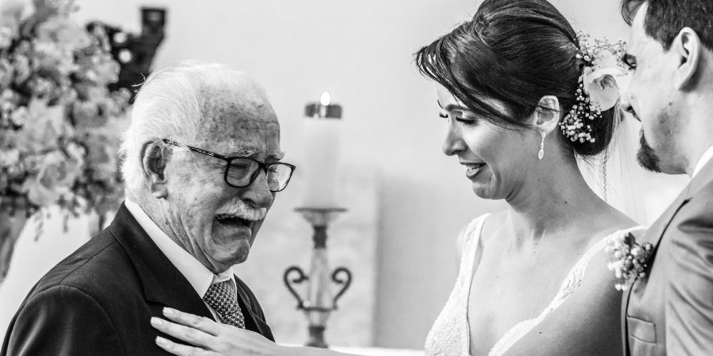Une idée de photo touchante, la mariée avec son père