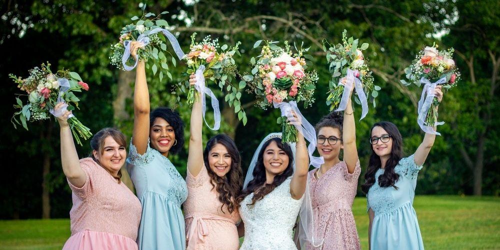 Photo de la mariée avec ses demoiselles d'honneur