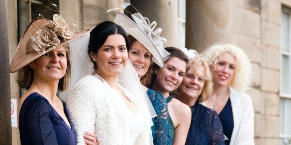 Photo de la mariée avec les femmes de sa famille