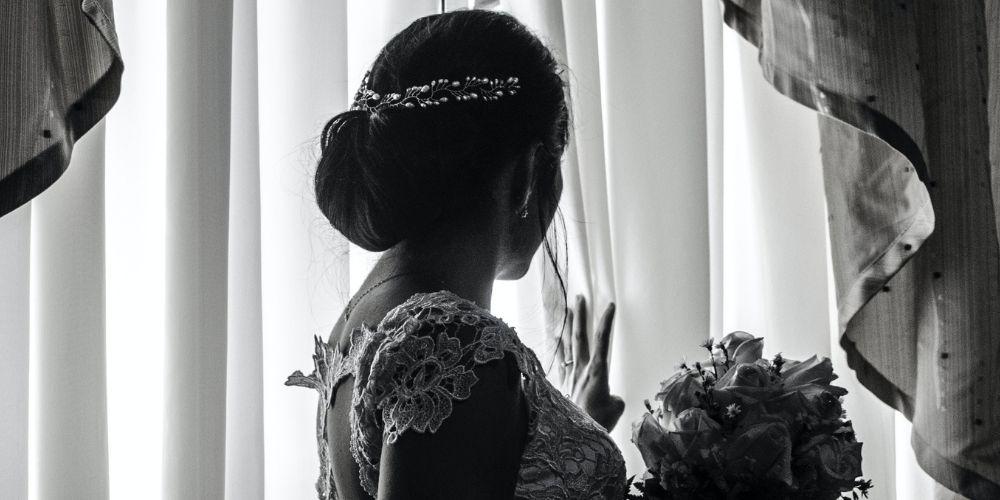 Photo de la marié avec un bouquet