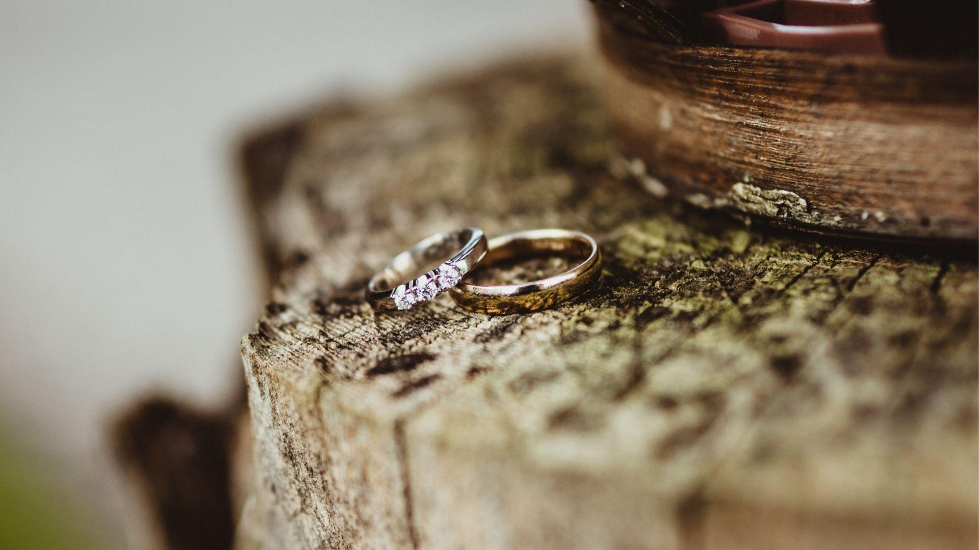 Photo de bagues de mariés en Vendée