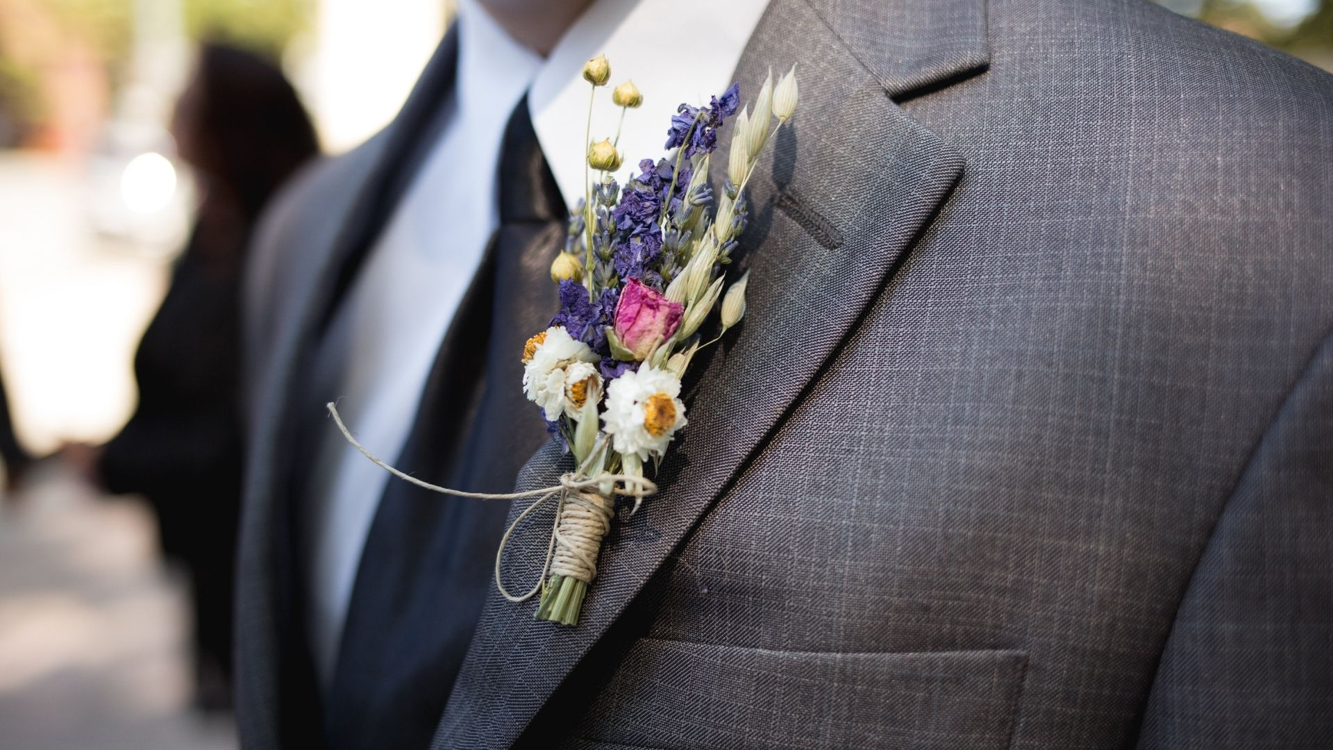 Photo de la fleur du costume du marié à Châteaudun