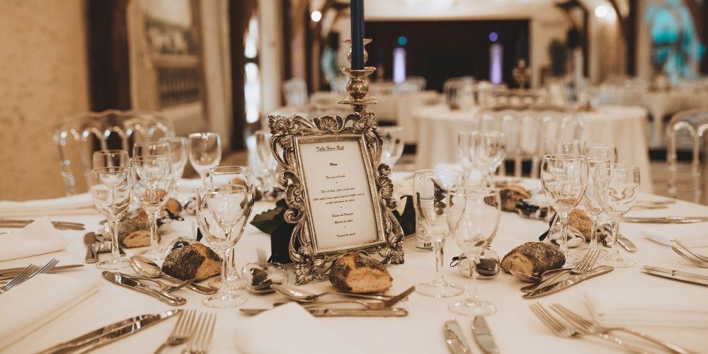 Photo d'une table de réception d'un petit mariage