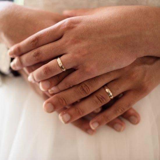 Photo des mains des mariés