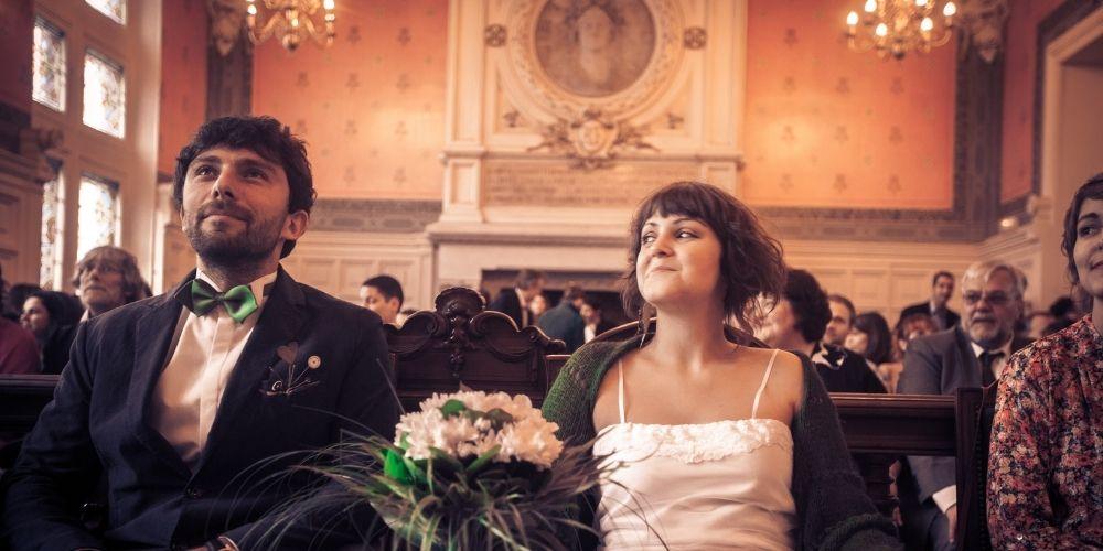 Photos des mariés lors de leur mariage à la mairie