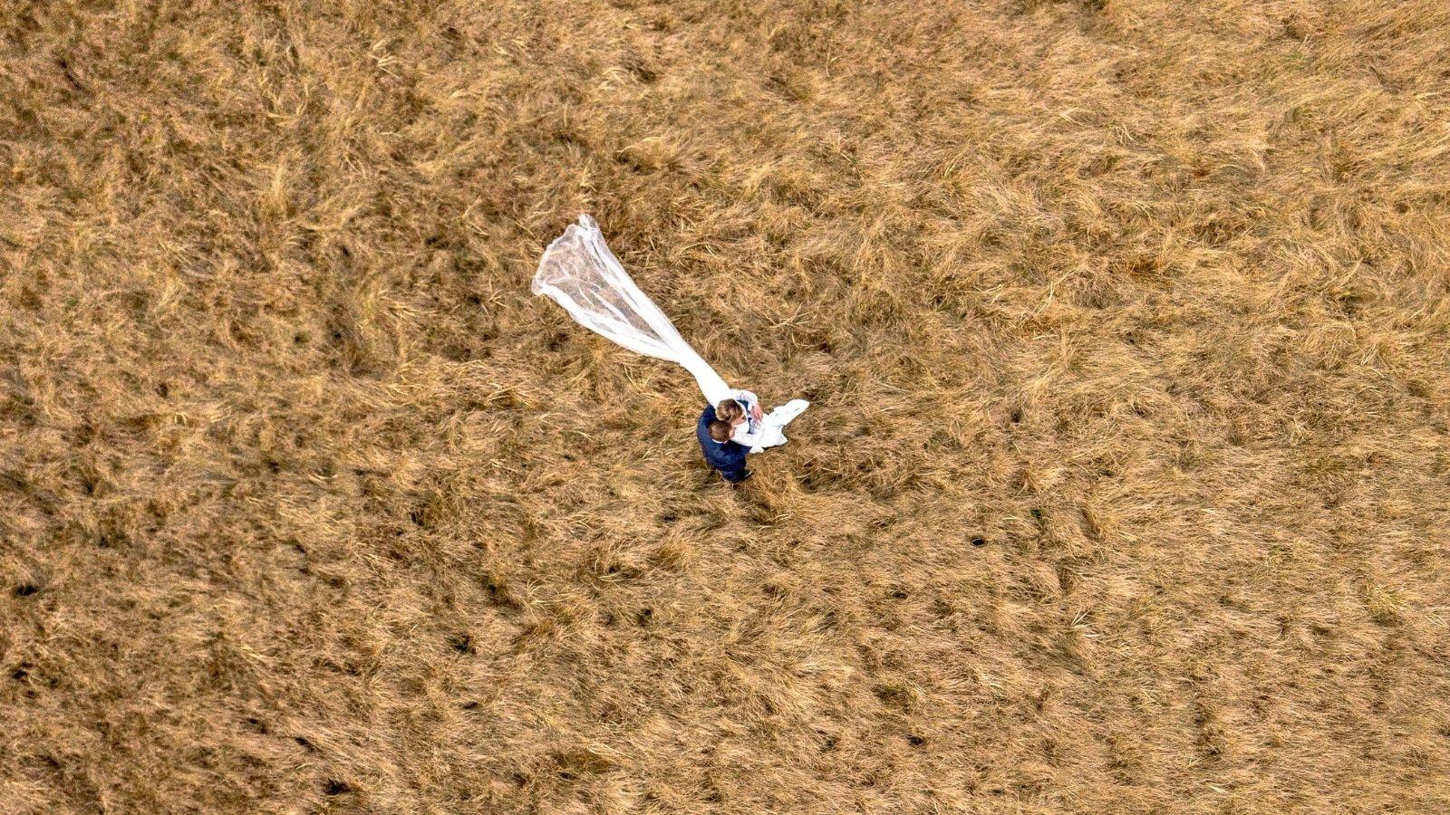 Photo de drone des mariés à Oyonnax