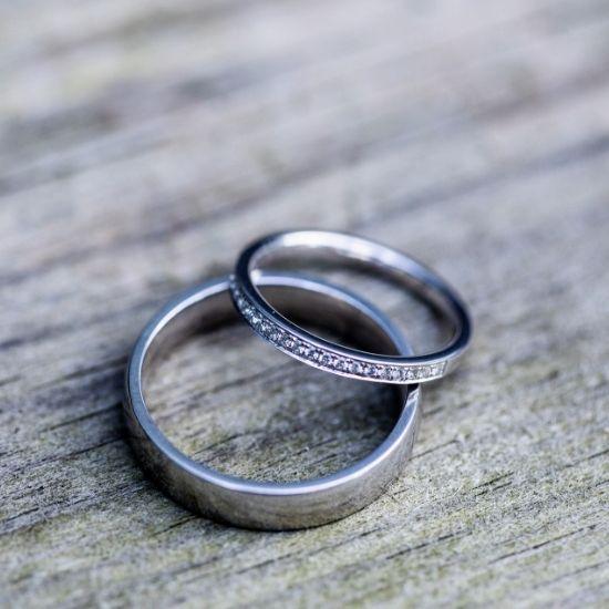 Gros plan des alliances de mariage