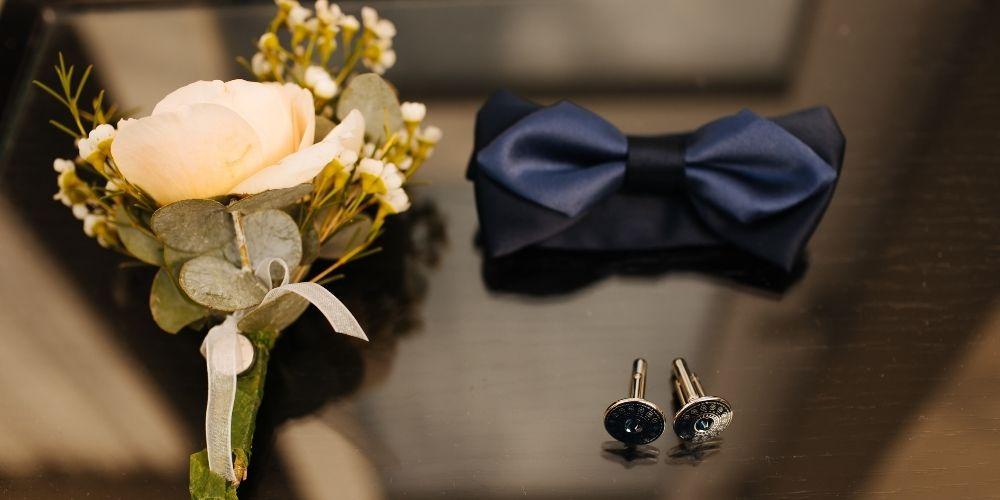 Photo des accessoires du marié, à avoir sous la main avant le jour-J