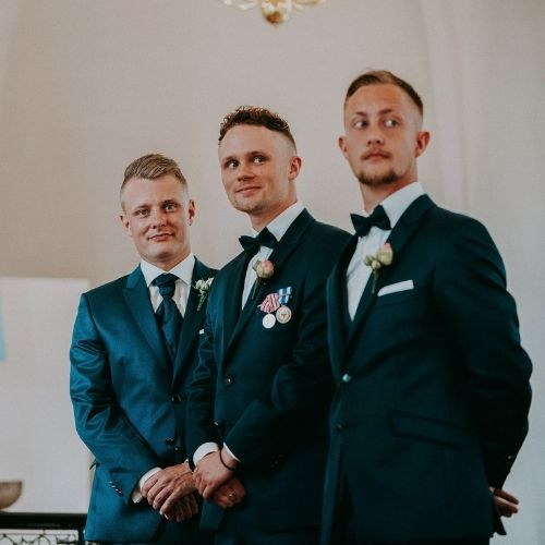Photo du marié et ses témoins de mariage