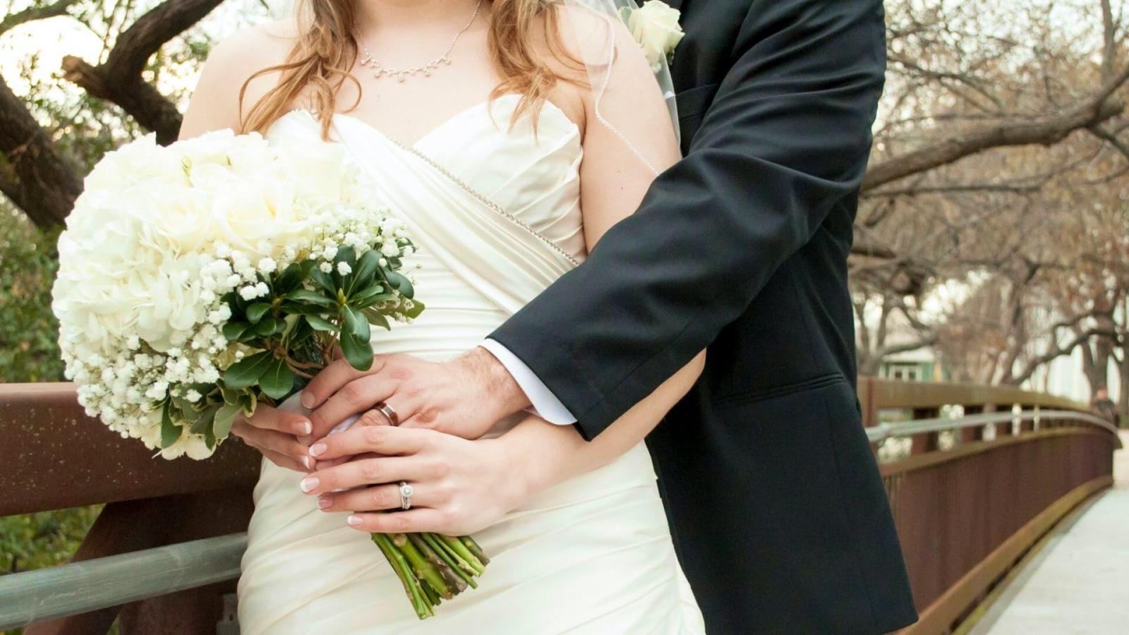 Les mariés posent à Bruay-la-Buissière