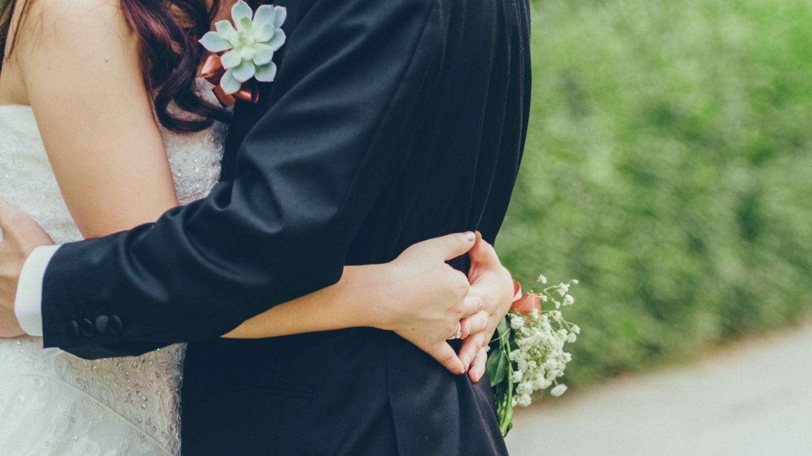 Photo des mariés se trouvant à Corbeil-Essonnes