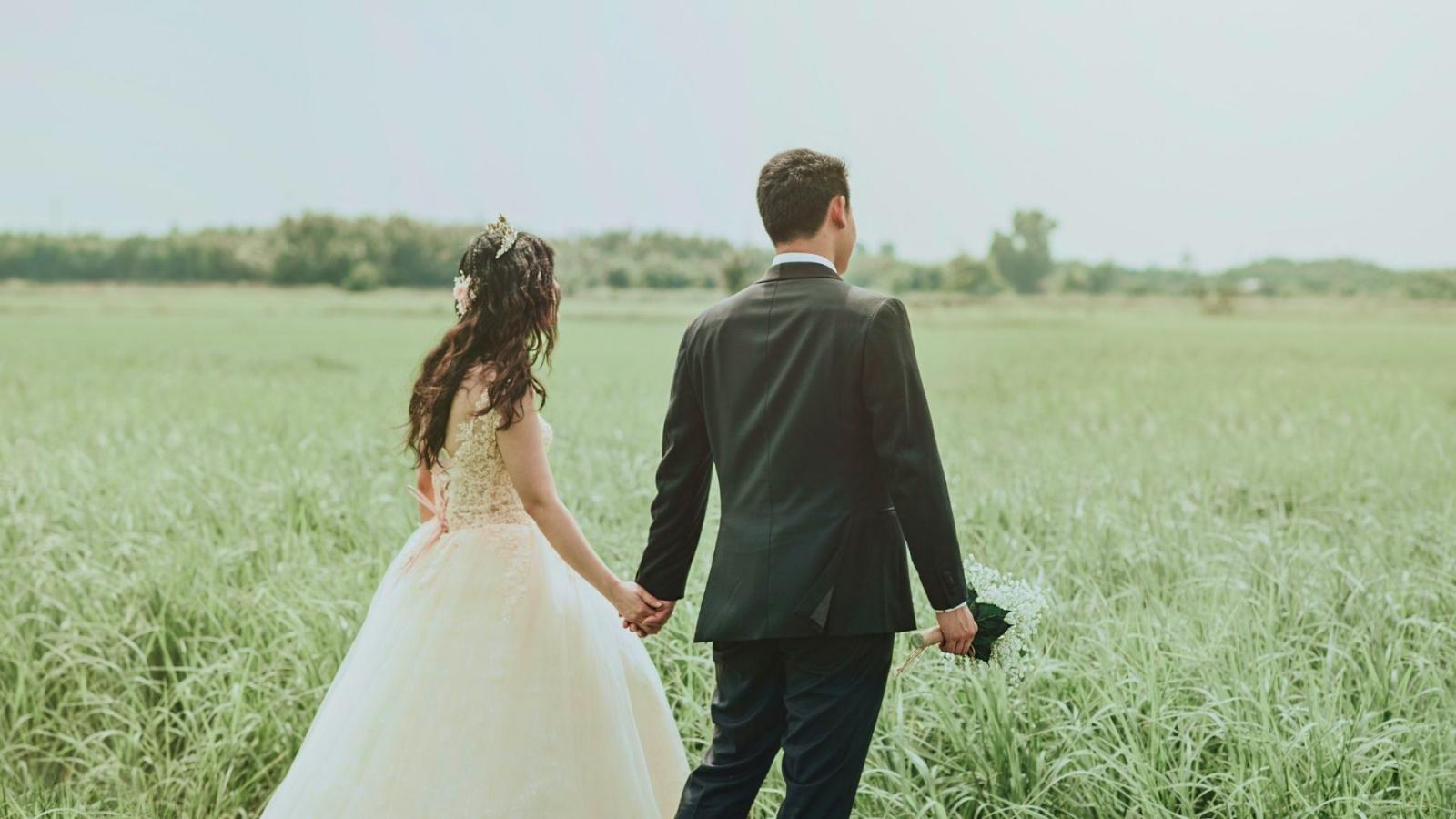 Les mariés ensemble à Dinan