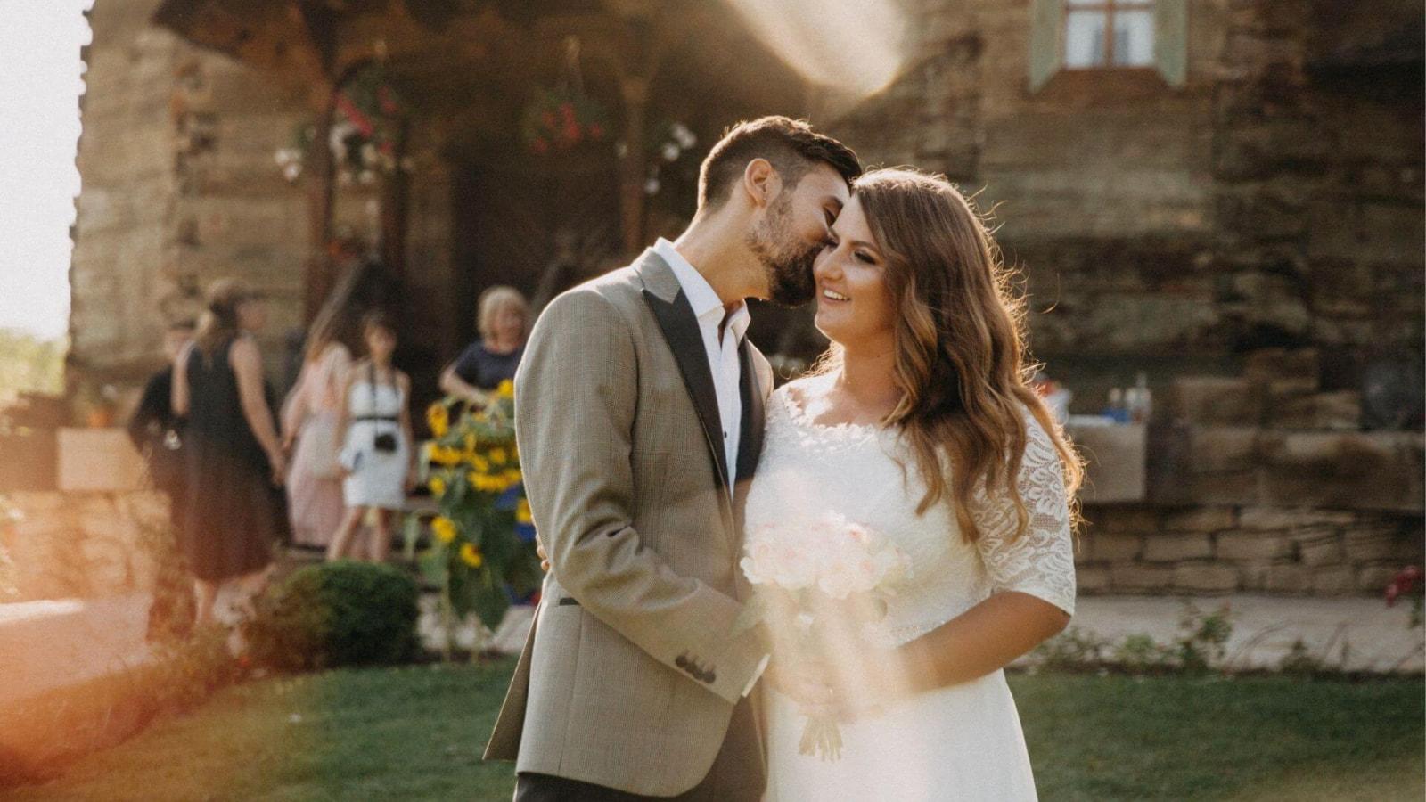 Photo des mariés ensemble à Lisieux