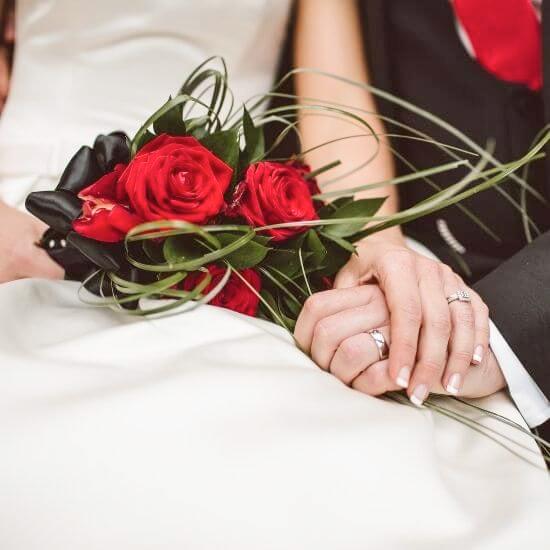 Une photo des mariés
