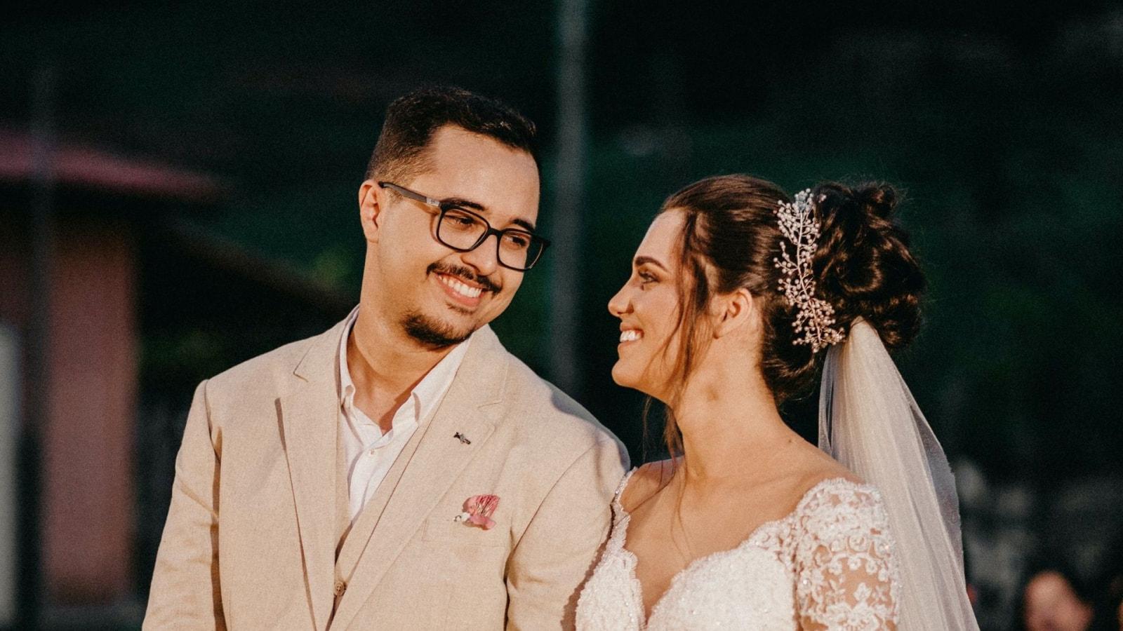 Photo des mariés ensemble à Mantes-la-Jolie