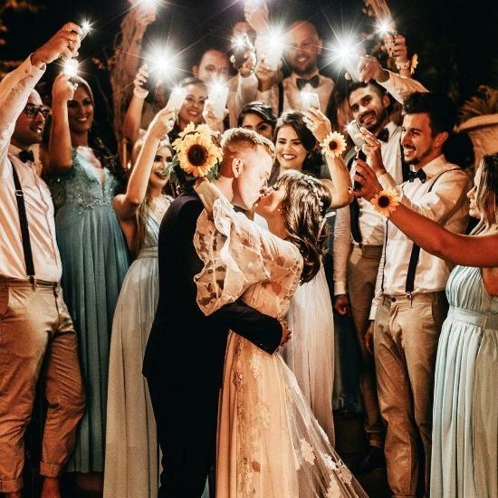 Photo des mariés posant