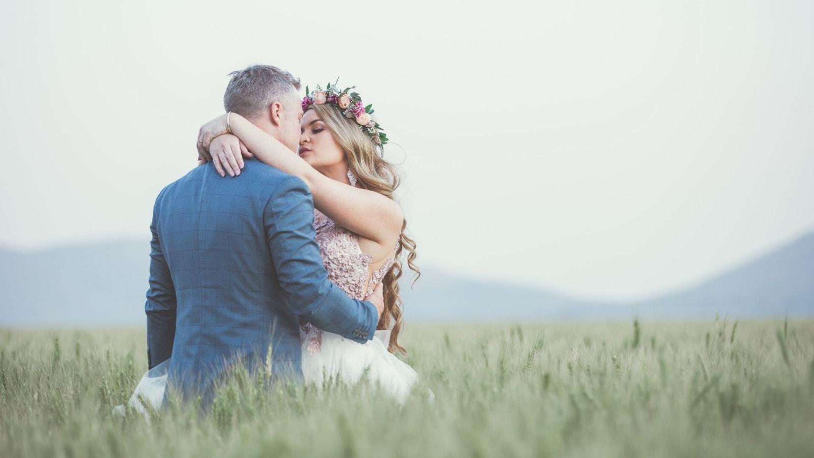 Une photo des mariés se trouvant à Montivilliers