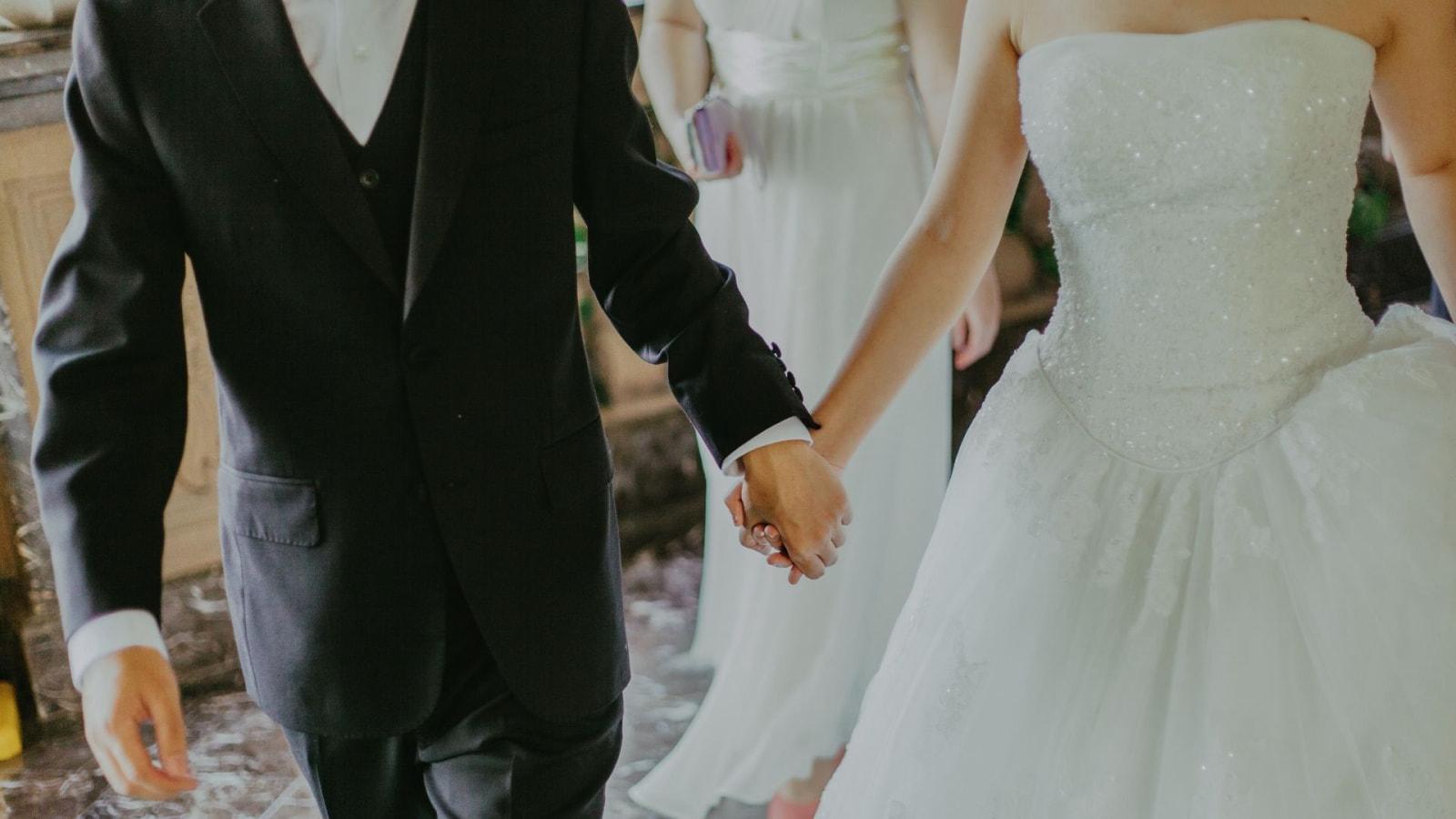 Une photo des mariés se trouvant à Montmorillon