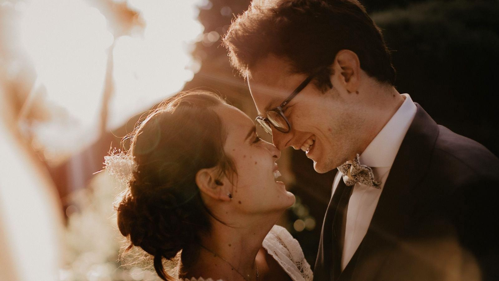 Une photo des mariés se trouvant à Montrouge
