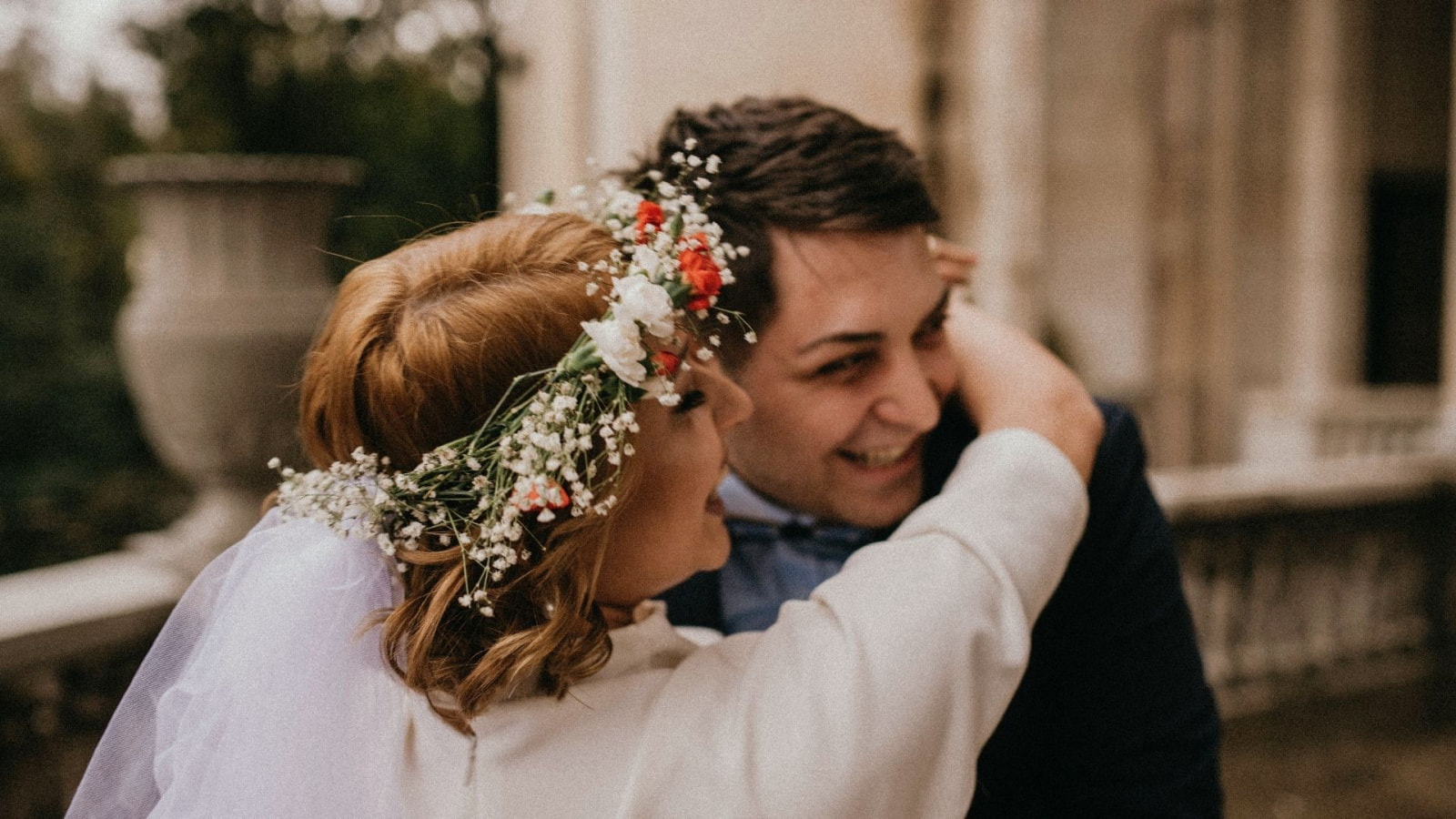 Une photo des mariés se trouvant à Mougins