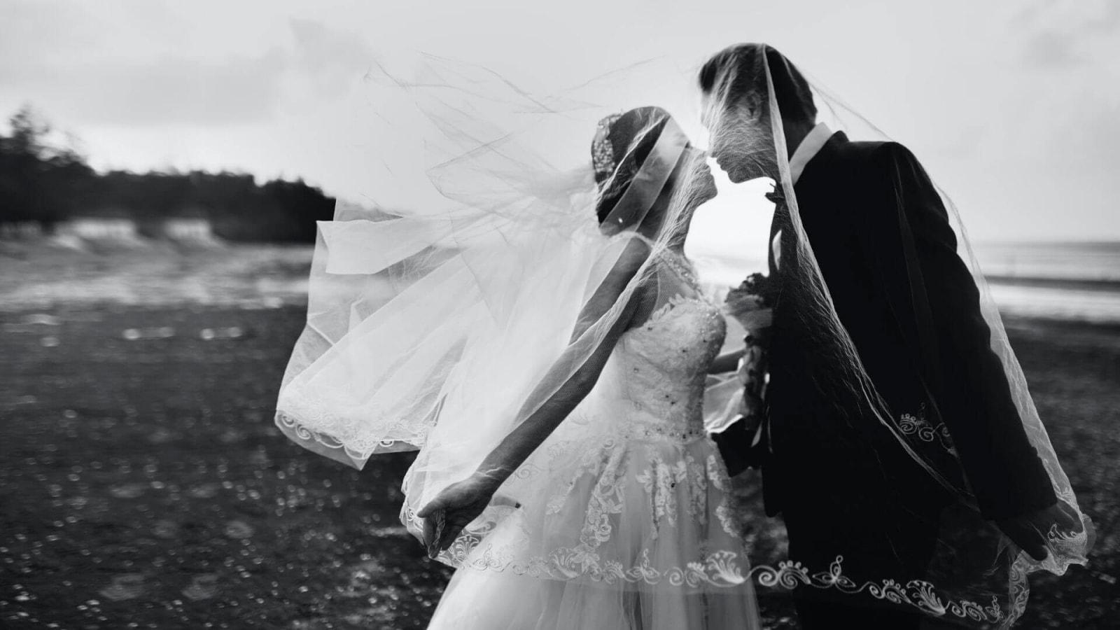 Une photo des mariés se trouvant à Nanterre