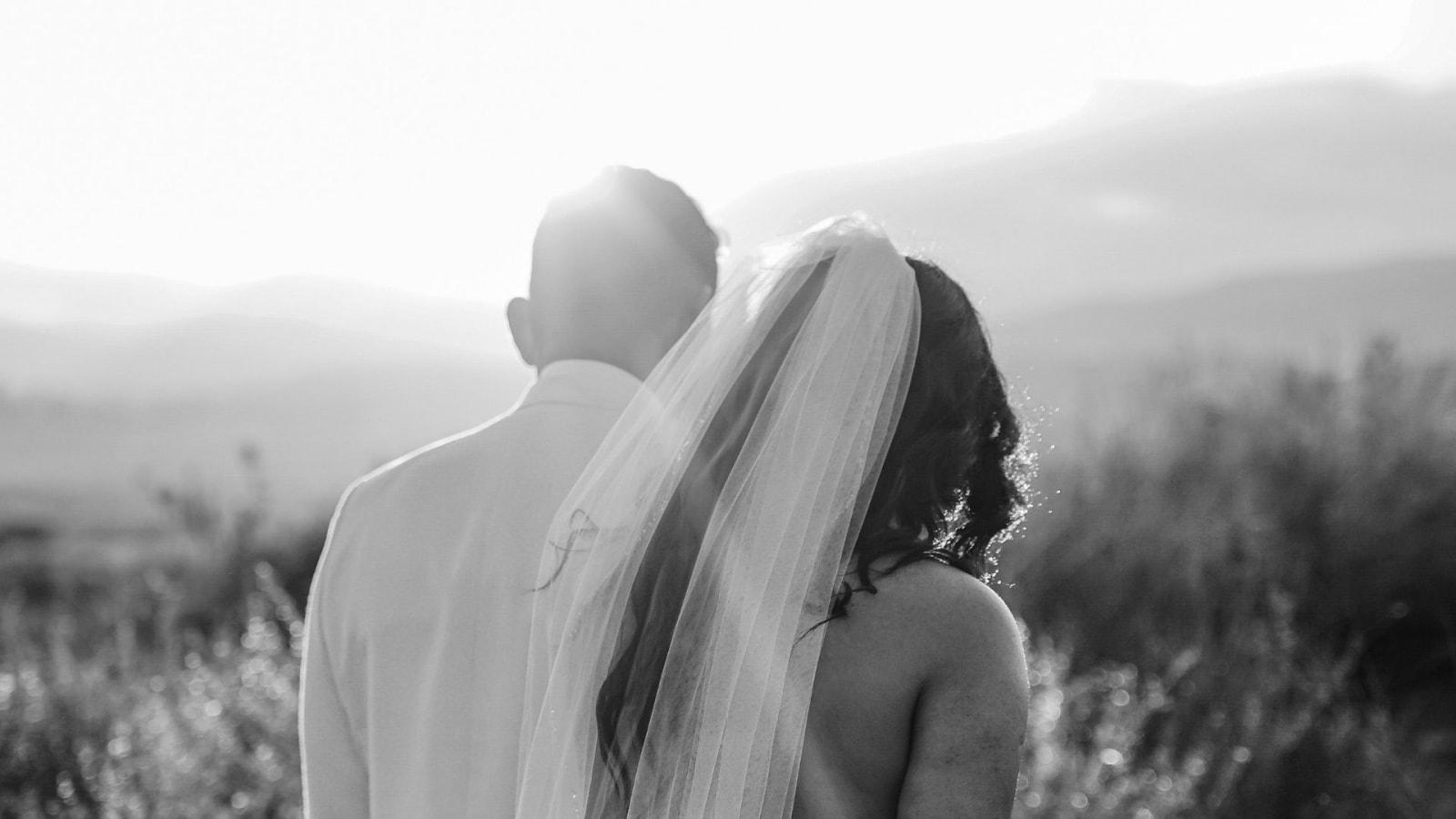 Une photo des mariés ensemble à Saint-Nazaire
