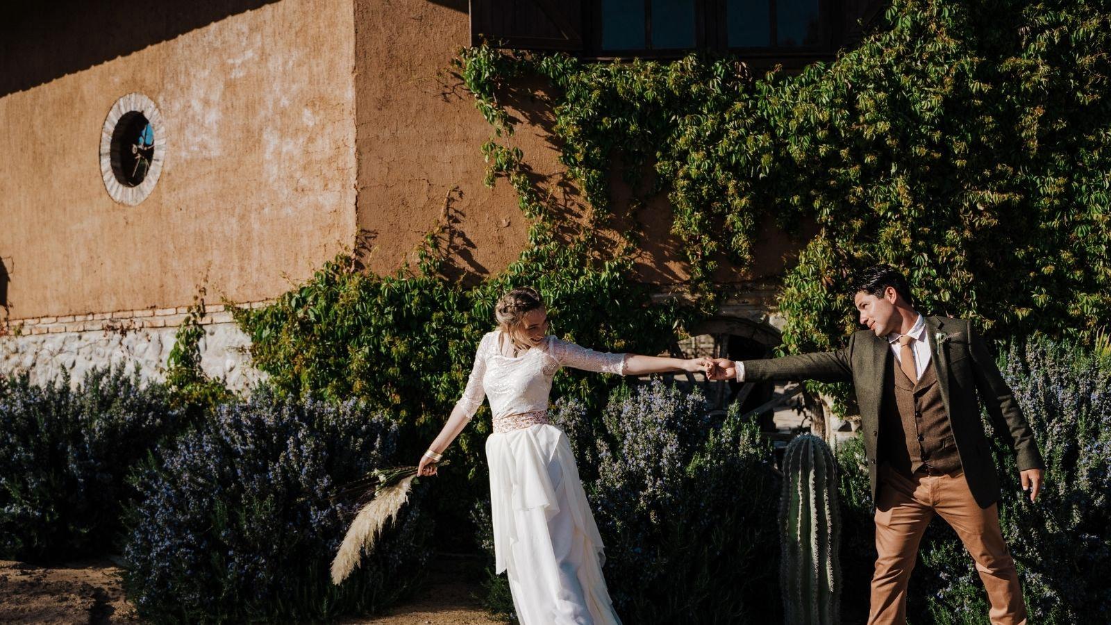 Une photo des mariés ensemble à Saint-Priest