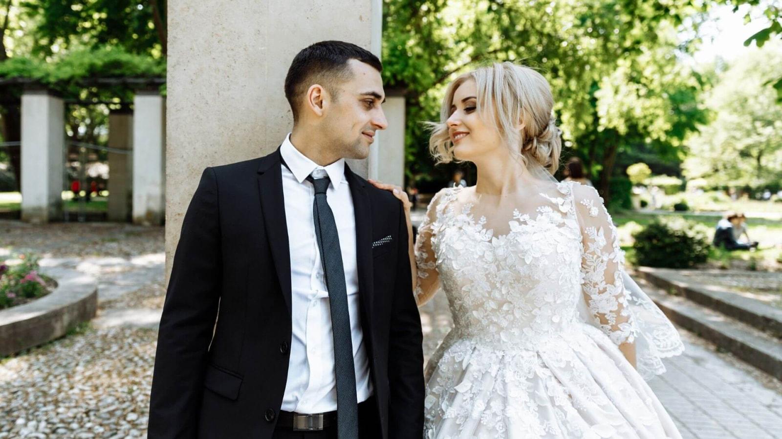 Vue des mariés ensemble à Vitrolles