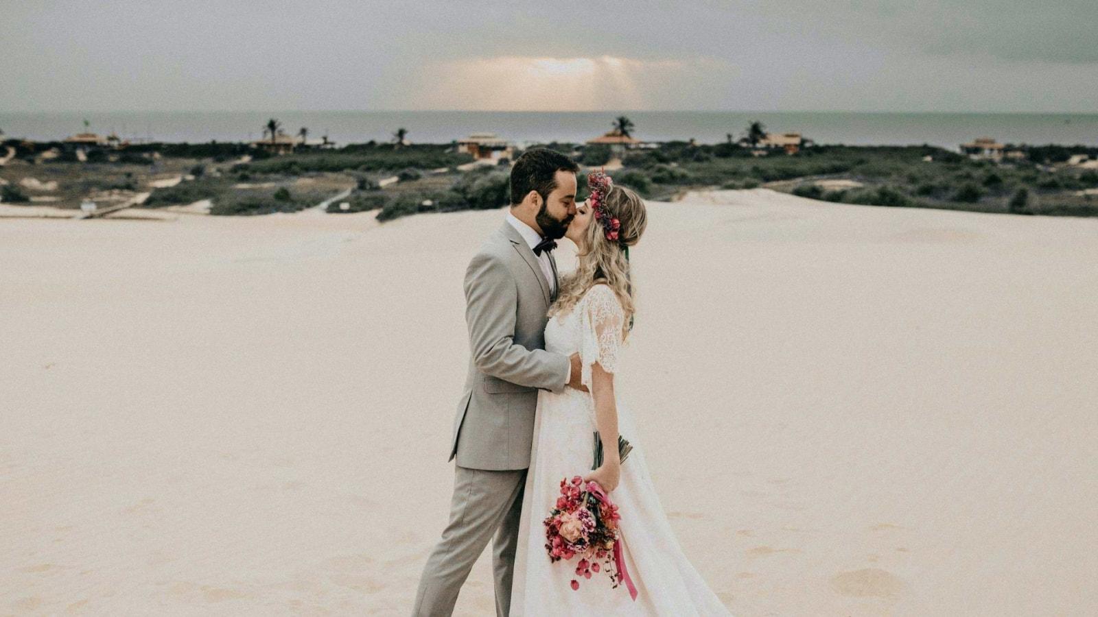 Un couple de mariés ensemble en Corse-du-Sud