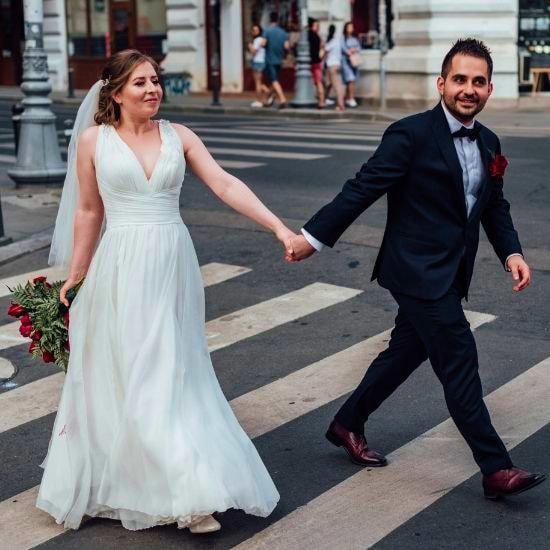 Les mariés posent