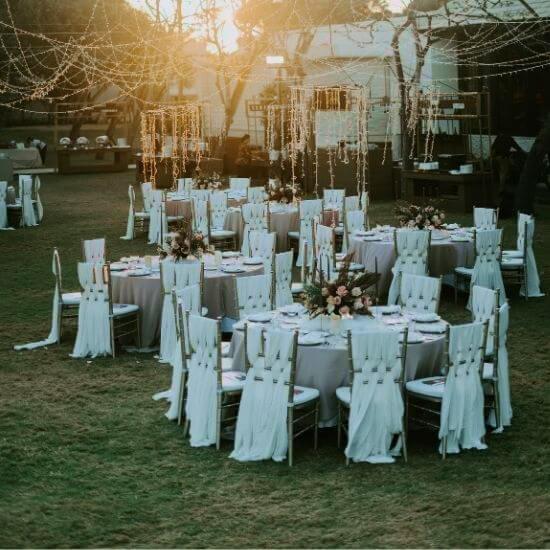 Photo des mariés se regardant
