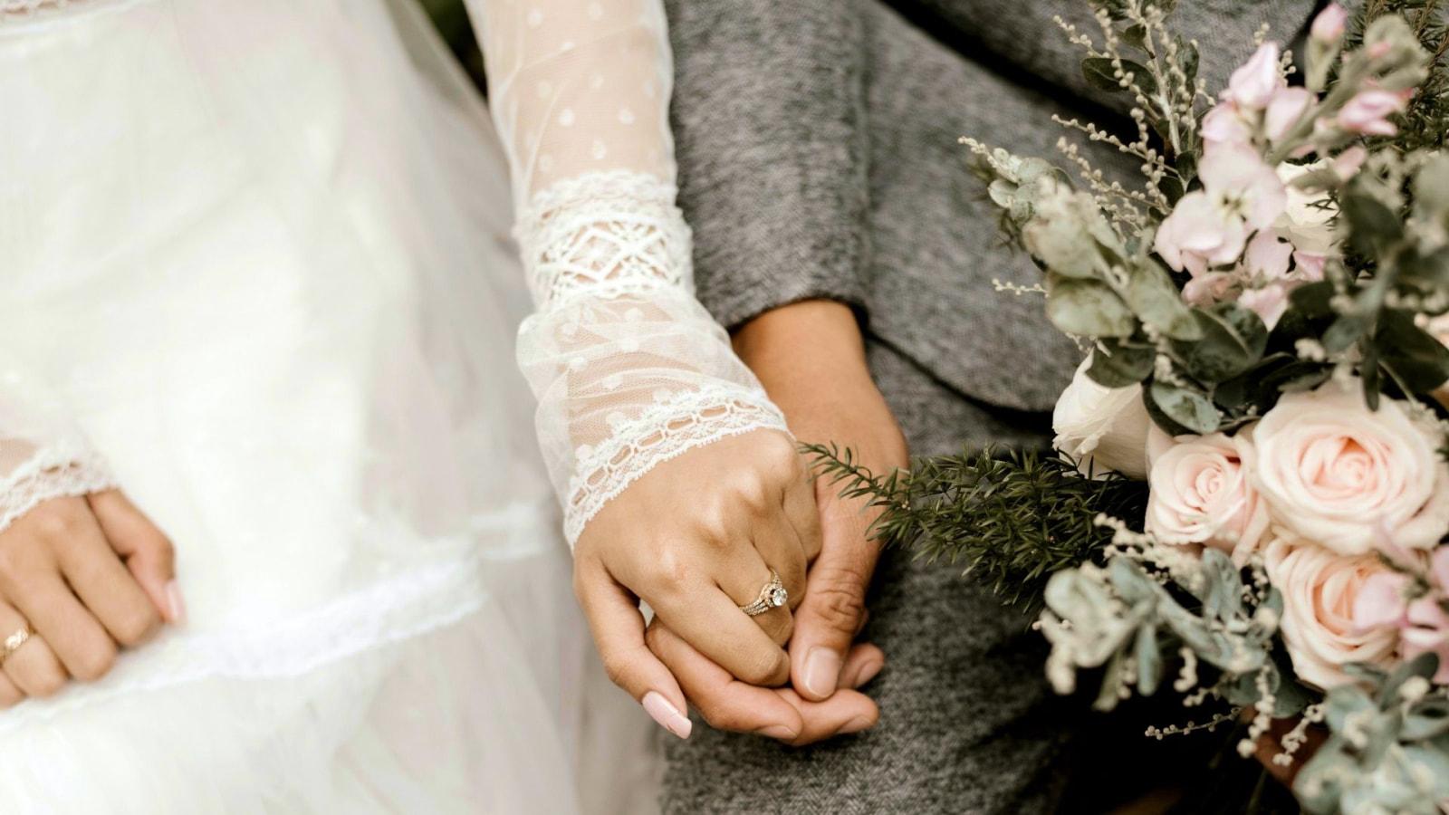 Une photo des mariés ensemble en Haute-Savoie
