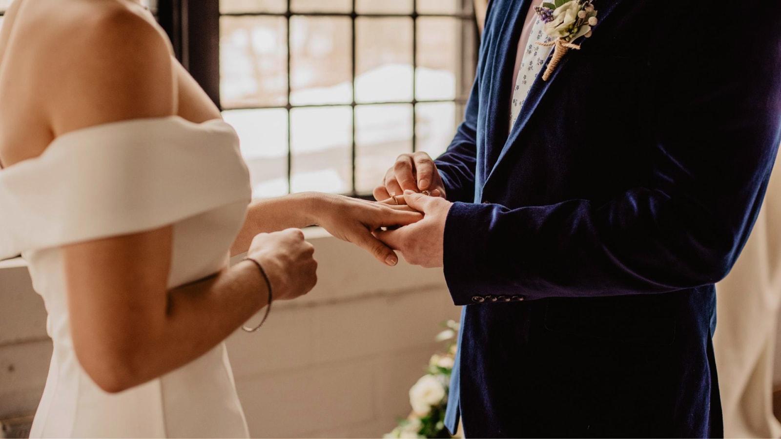Photo des mariés se trouvant dans le Var