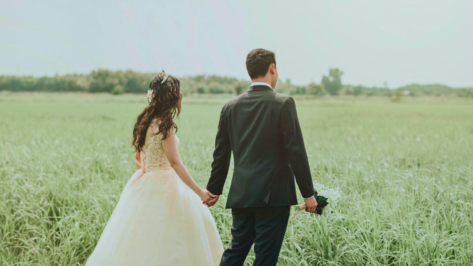 Une photo des mariés dans l'Yonne