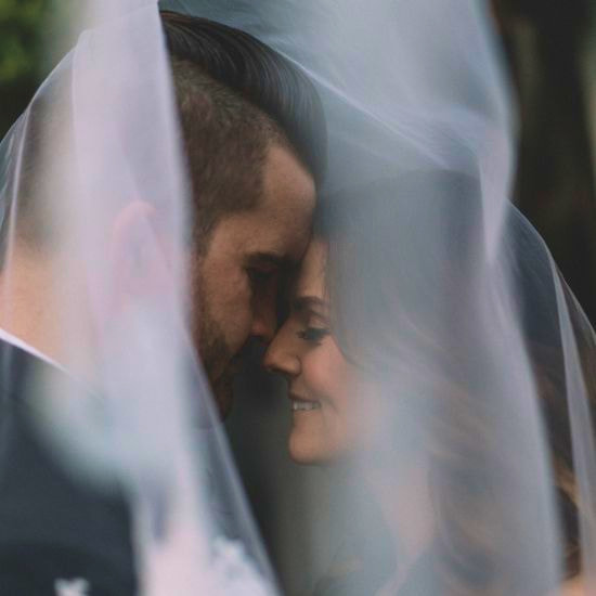 Photo des mariés souriant