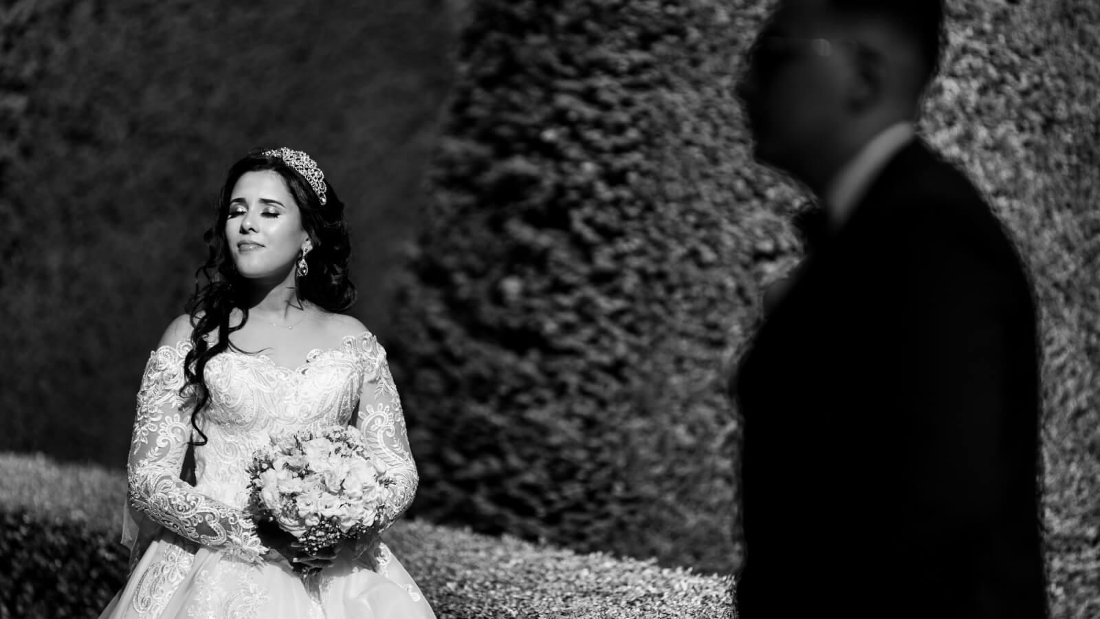 Photo en noir et blanc de la mariée à Nice