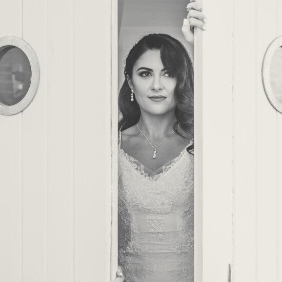 Photo de la mariée seule en sépia