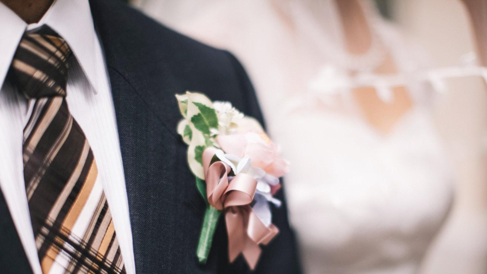 Un couple de mariés ensemble à Porto-Vecchio