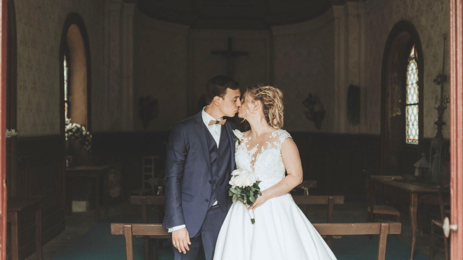 Un couple de mariés ensemble à Chantilly