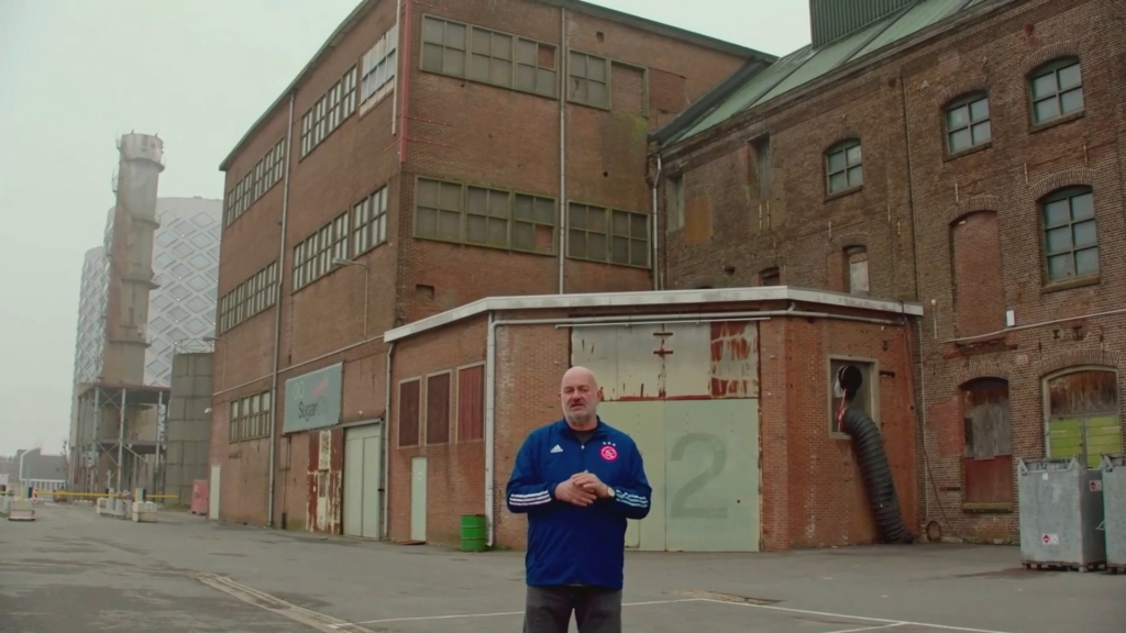 Werner Vogels standing outside in front of a warehouse